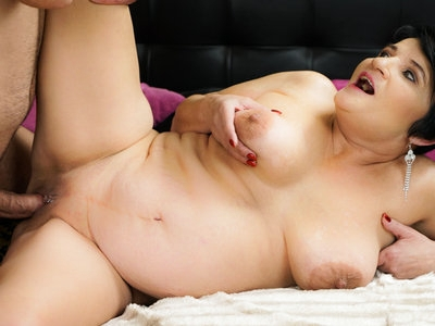Lusty granny wants a young dick to take her vintage pussy