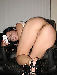 Stunnning girlfriend takes selfshot pictures of her perfectly shaved pussy for her boyfriend