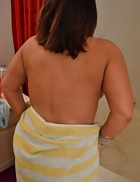 Chubby girlfriend lets her boyfriend take pictures as she takes a shower